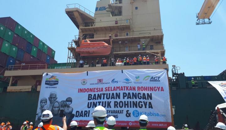 Foto Mensos Kirimkan 2 Juta Kg Beras Bantuan Rohingya