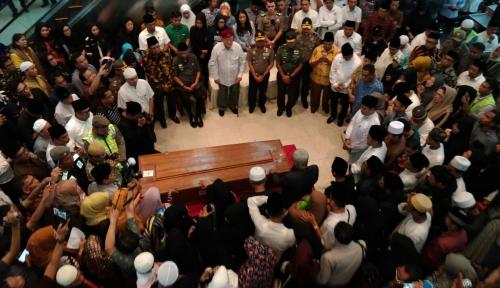 Foto Jenazah Wakil Gubernur Kaltim Disambut Ribuan Masyarakat