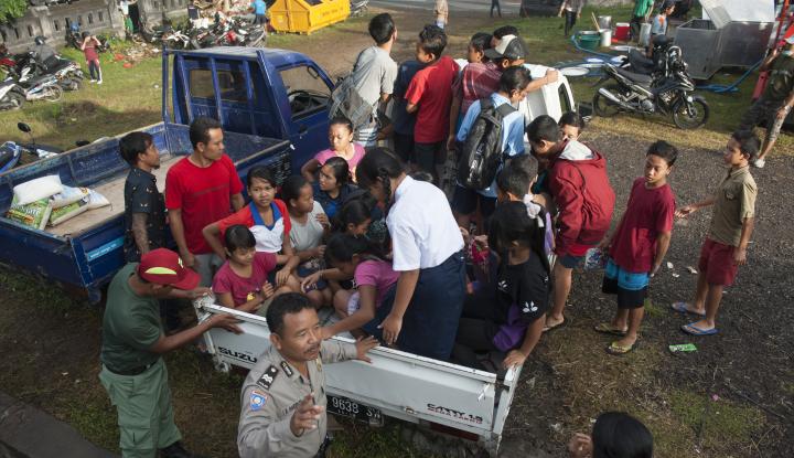 Foto Berita Masyarakat yang Dekat Gunung Agung Segera Mengungsi, Imbau Presiden