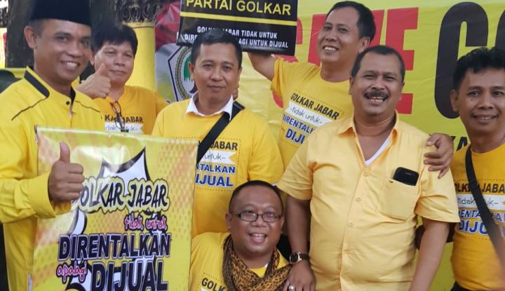 Foto Berita Golkar Jabar Antarkan Surat Cerai ke Rumah Ridwan Kamil