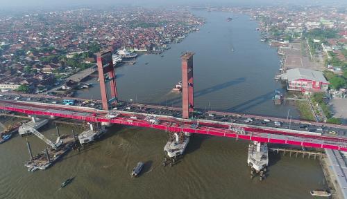 Foto Pengerjaan LRT Diminta Hati-Hati Usai Tragedi Robohnya Tol Becakayu