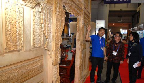 Foto Furnitur Kayu Jati Indonesia Hasilkan US$1 Juta di AS