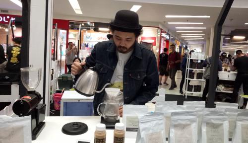 Foto Ikuti Cupping 1000 Cangkir Kopi dan Kompetisi Latte Art di Mal Ciputra Jakarta