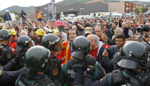 Foto Eks Menteri Ditahan, Warga Catalan Turun ke Jalan