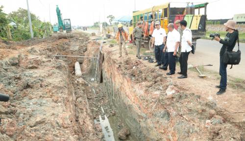 Foto Jalan Rusak, Alex: Pertagas dan PLN Harus Tanggung Jawab