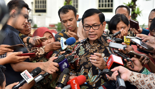 Foto Pramono Yakinkan Ibu-Ibu: Jokowi Ibadahnya Rajin