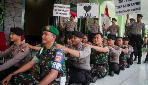 Foto Komandan Sarankan Para Tentara Pikirkan Rumah untuk Hari Tua