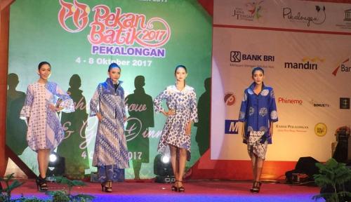 Foto Mitra SMESCO Ikut Fashion Show Batik Nusantara di Pekalongan