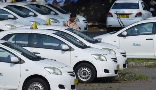 Foto Belum Bayar Utang, BEI Bekukan Saham Pemilik Taxi Express