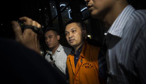 Foto Lihat Nih, Kelakuan Hakim Pengadilan Manado, Makan Uang Suap untuk Bayar CIcilan Mobil