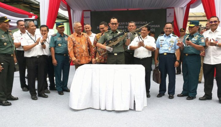 Foto Berita Penuhi Kebutuhan TNI, Pindad Rilis Senapan SPR 4