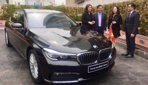 Foto BMW Punya Mobil Kebal Peluru?