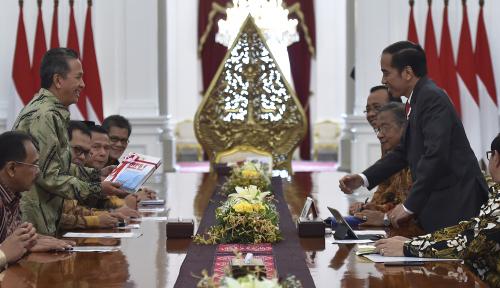 Foto Jokowi Panggil Menterinya Bahas Opini WTP dari BPK