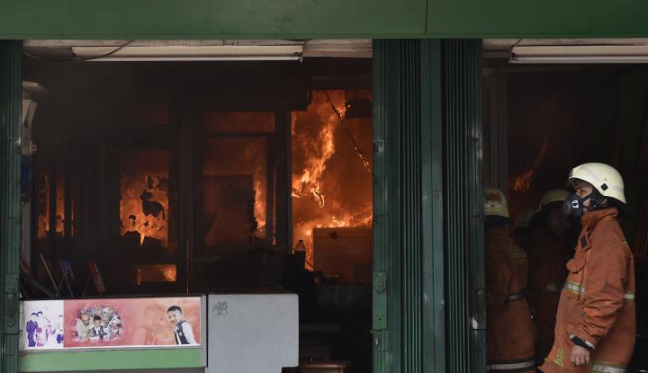 Kebakaran Landa Pasar Blok A - Warta Ekonomi