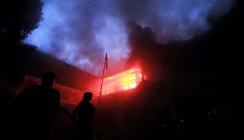 Foto Gudang Karet di Padang Ludes Terbakar