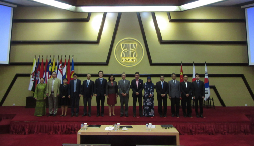 Foto Hadapi KTT, Dubes Negara ASEAN Plus Three Rapatkan Barisan di Jakarta