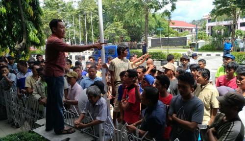 Foto Demo Tolak Transportasi Online di Balikpapan, 3 Driver Go-Jek Dipukuli