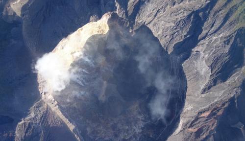 Foto Luhut: Gunung Agung Tak Pengaruhi Jadwal Penerbangan