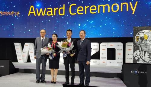 Foto Andrew Darwis Raih ASEAN Entrepreneur Awards 2017