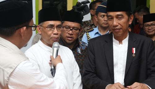 Foto OJK Dampingi Presiden RI Silaturahmi Bank Wakaf Mikro