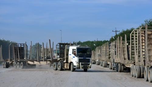 Foto Tolak Permen LHK, Ribuan Pekerja RAPP Turun ke Jalan