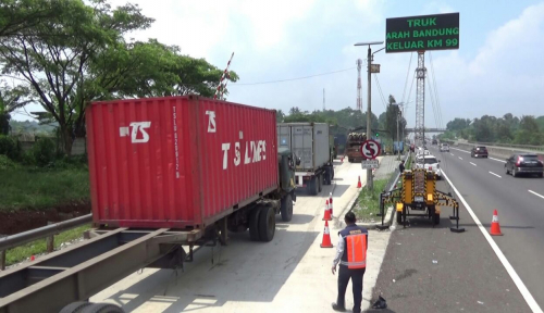 Foto Truk ODOL Bikin Biaya Maintenance Bengkak, Waskita Toll Road Ngomel-ngomel