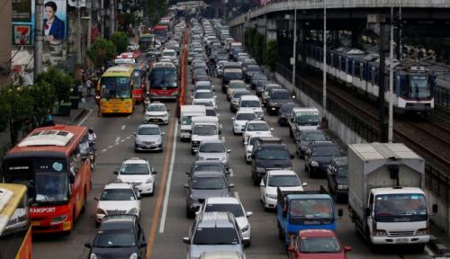 Foto Pengguna Taksi Online Ngeluh Soal Tarif yang Meroket