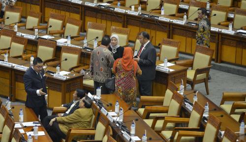 Foto DPR: Pemerintah Awas Offside