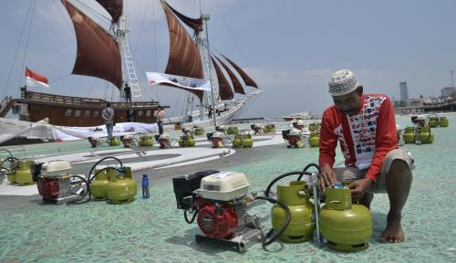 Foto Dukung Konversi Bahan Bakar, Pertamina Bagikan Konverter Kit untuk Nelayan