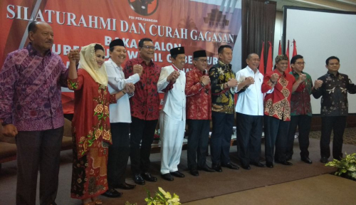 Foto Hasto Janji Tidak Boyong Dedi Mulyadi ke PDIP