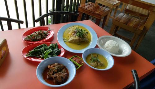 Foto Nikmatnya Kulineran di Kedai