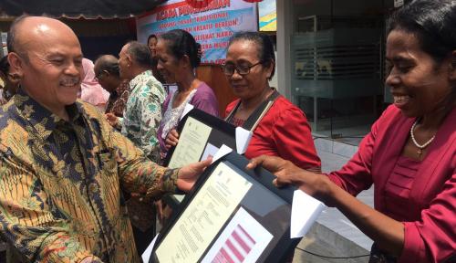 Foto Kemenkop dan UKM Resmikan Pasar Rakyat Paliwadan NTT