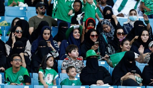 Foto Arab Saudi Dorong Wanita Masuki Dunia Kerja