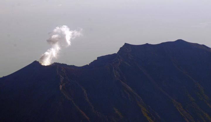 Gunung Agung Erupsi, Tinggi Kolom Abu 600 Meter - Warta Ekonomi