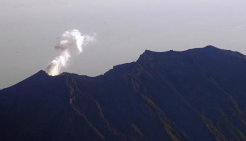 Foto Batas Bahaya Gunung Agung Diturunkan Jadi 6 KM