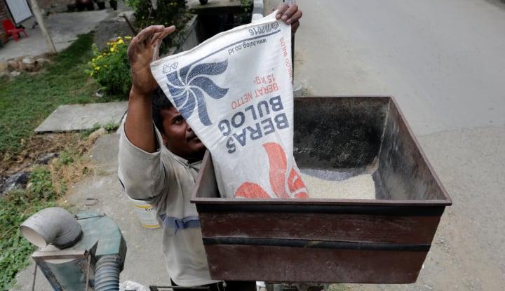 bulog bali jual beras medium rp8.950 per kg