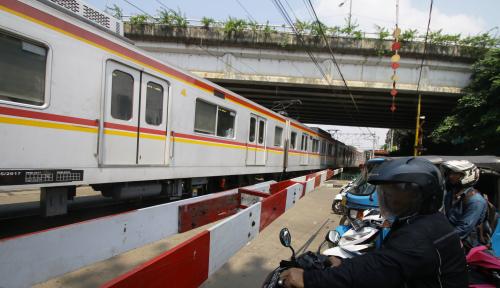 Foto Banjir, Jalur KA Daop Cirebon Lumpuh Total