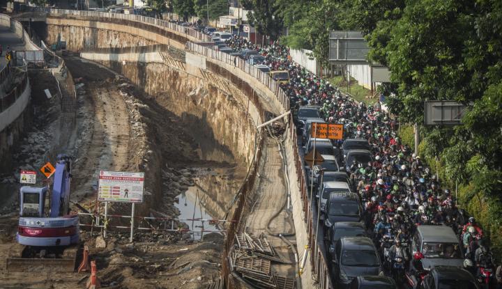 Foto Berita Anies Bakal Wajibkan Motor Harus Ikut Uji Emisi, Kalau Tidak...