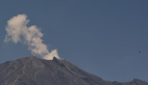 Foto Gunung Agung Erupsi, Penerbangan ke Pulau Dewata Normal