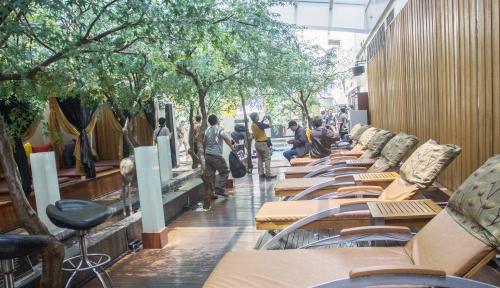 Foto Penutupan Tempat Hiburan Jakarta Mulai Bioskop, Klab Malam, Hingga Spa Diperpanjang