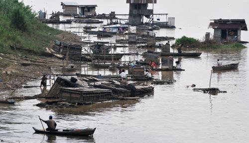 Foto 6 BUMN Kompak Bersih-Bersih Sungai Batang Arau