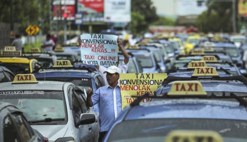 Foto Pemkot Pekalongan Batasi Operasional Taksi Online Sebanyak 150 Unit