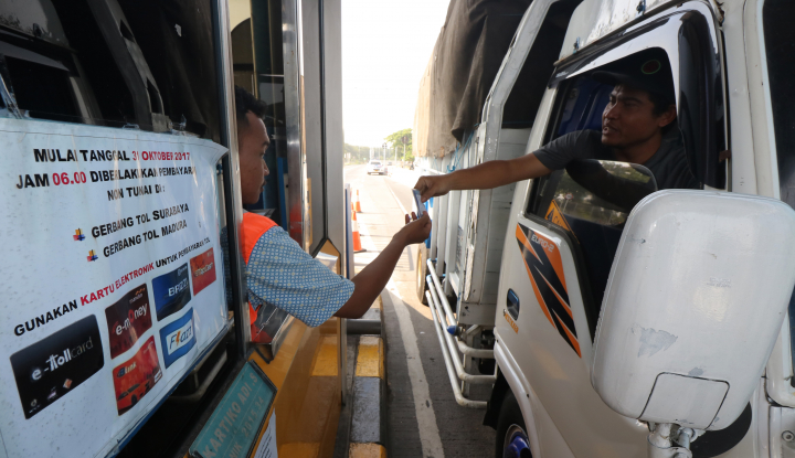 Foto Berita Jokowi Minta Akhir Maret Tarif Tol Angkutan Logistik Turun