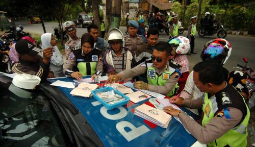 Foto Polisi Tilang Kendaraan Belum Bayar Pajak