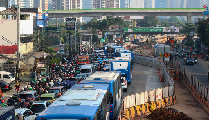 Siap-siap, Pemilik Mobil 'Tua' Dilarang Melintas di Ibu Kota 2025 Nanti - Warta Ekonomi
