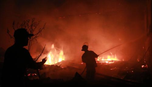 Foto Kantor Golkar Terbakar, Motif Politik?