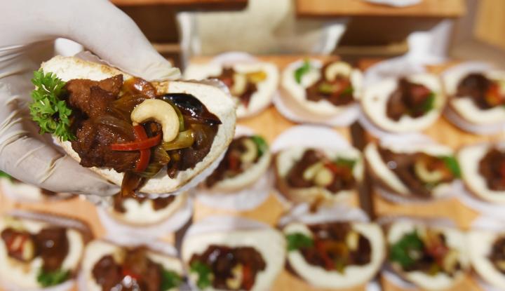 Foto Berita Pengunjung Indonesia Expo Jeddah Serbu Kuliner Nusantara