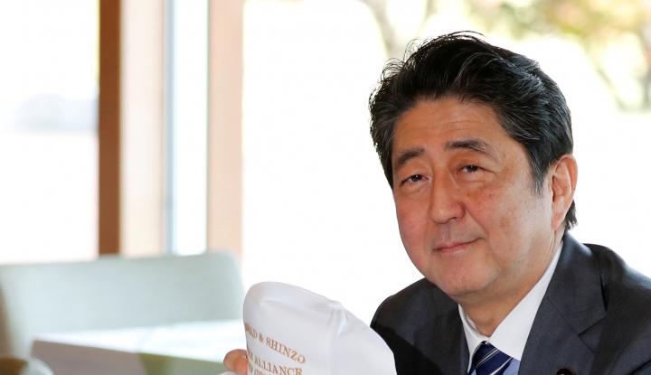 Foto Berita Ini Alasan Shinzo Abe Ngotot Bertemu Trump