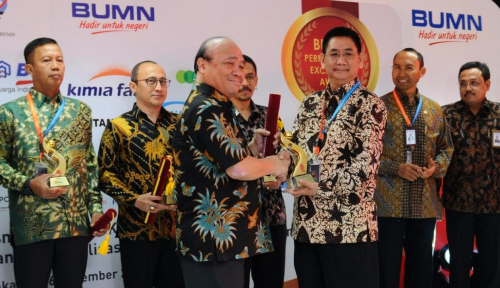 Foto Bio Farma Raih Penghargaan BUMN Performance Award 2017