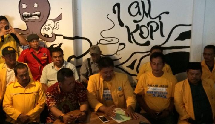 Foto Berita PK Golkar Bakal Gugat Penetapan Calon Pasangan Emil-Daniel